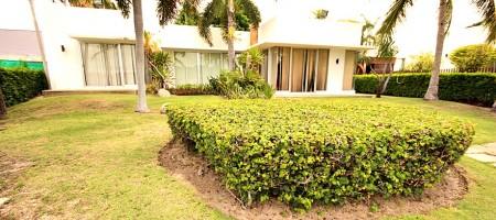 Palm Hills Golf Club Villa – Lakeside Villa Sale
