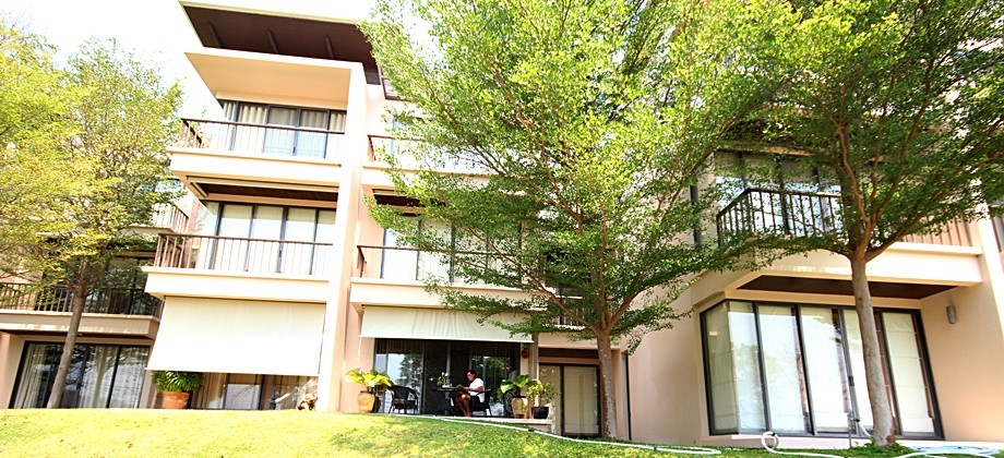 *REDUCED* Palm Crescent Condo – Luxury 2 Bed Condo For Sale