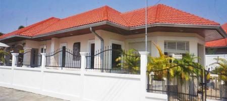 Spacious Villa With Communal Pool