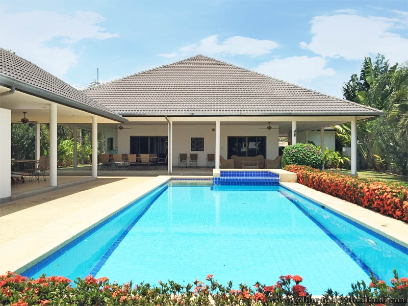 Large house large garden large pool in good location for Big garden pools