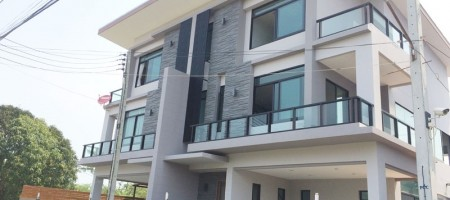 Multi-level brand new modern style townhouse in Hua Hin