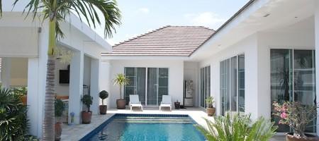 Bright Modern Private Pool Villa