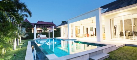 Luxurious Villa with Golf Course Views