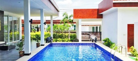 Luxurious Villa With L Shaped Pool