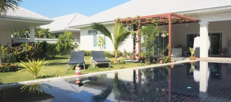 Large Swimming Pool Villa For Rent