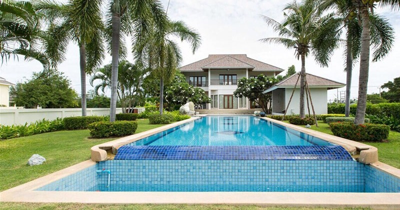 Luxury House On Golf Course In Hua Hin
