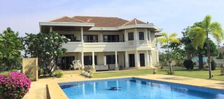 Luxury 2 Storey Pool Villa On A Golf Course In Hua Hin