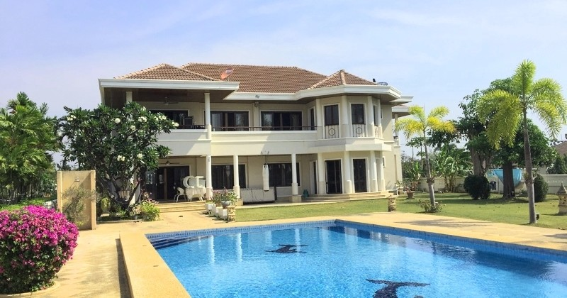 Luxury 2 Storey Pool Villa On A Golf Course In Hua Hin