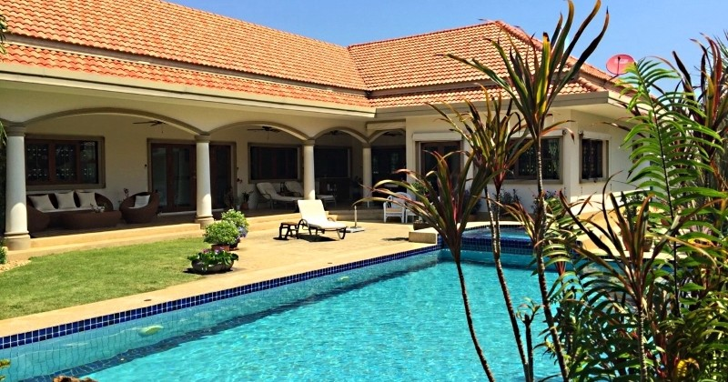 Pool Property For Sale In Hua Hin Near The Beach