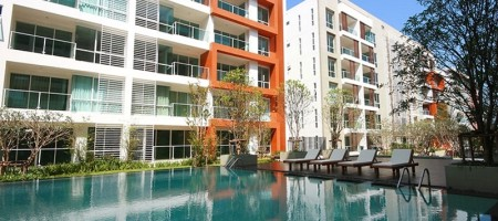 Large Condominium Property Near The Beach In Hua Hin