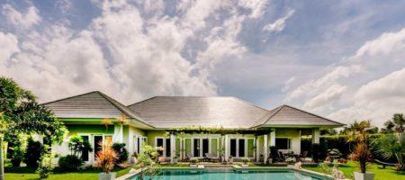Beautiful high quality pool villa next to Black Mountain golf course