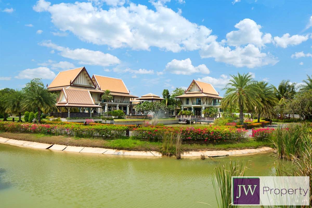 . Super luxury 10 bedroom mansion on Pattaya Golf Course