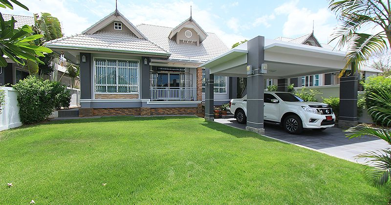 Beautiful Bungalow For Sale (11118)