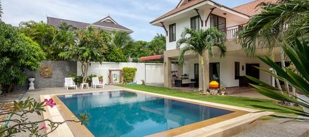 Beautiful House in Town for Sale (10974)