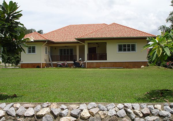 Beautiful Bungalow for Sale (10718)
