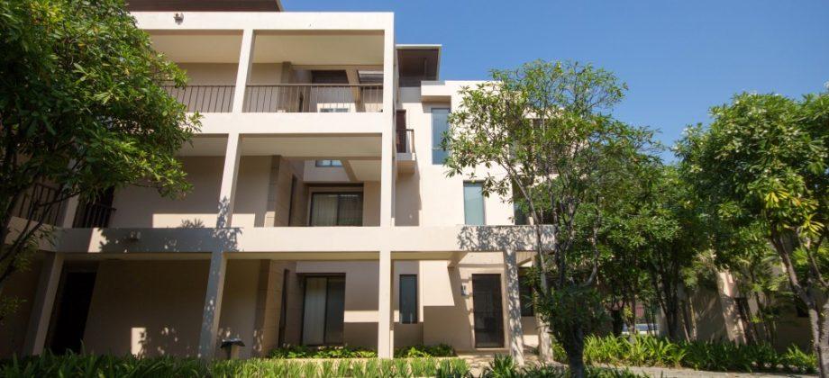 Low-rise Condominium at Palm Crescent (20476)