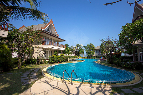 Villa near Beach for Sale (10723)