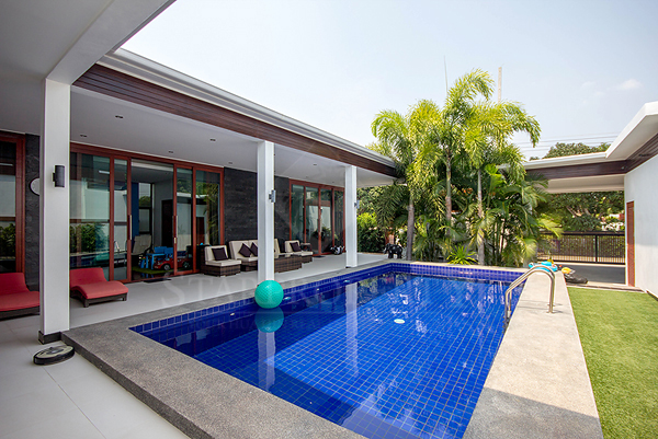 Modern Bungalow with Private Pool (10734)