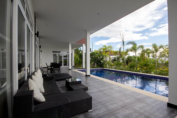 Modern Design Luxury Pool Villa For Sale (10770)