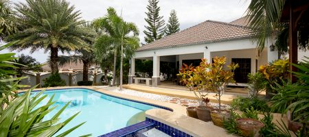 Luxury Pool House With Large Plot Of Land (10952)