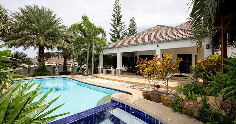 Luxury Pool House With Large Plot Of Land (10952)