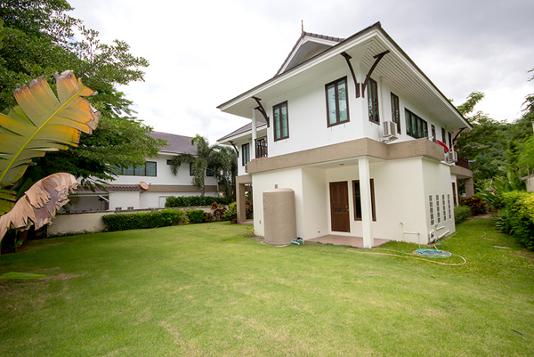 Beautiful House in Town for Sale (10633)