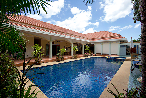 Luxury Family Home for Sale (10967)