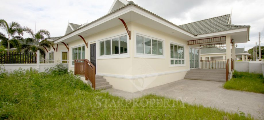 Beautiful Bungalow for Sale (10657)
