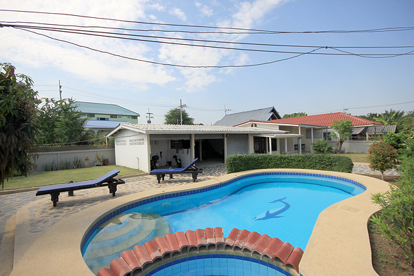 Beautiful Bungalow for Sale (10837)