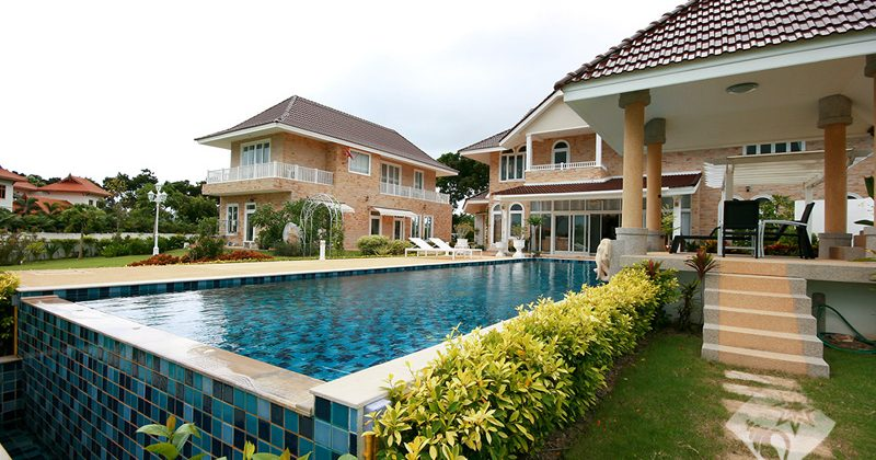 Luxury Two Storey for Sale on Golf Course (10158)