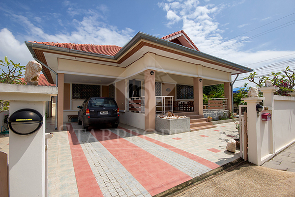 Beautiful Bungalow with private pool (10660)