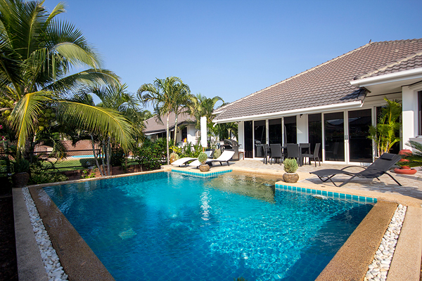 Beautiful Pool Villa for Sale (10973)