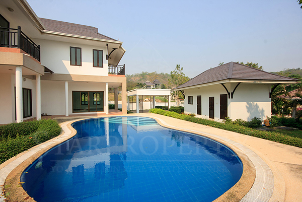 Beautiful House in Town for Sale (10725)