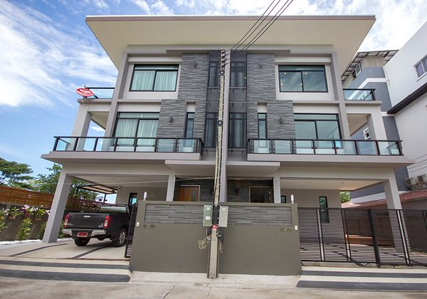 Beautiful Town House near by the Sea for Sale (10806)