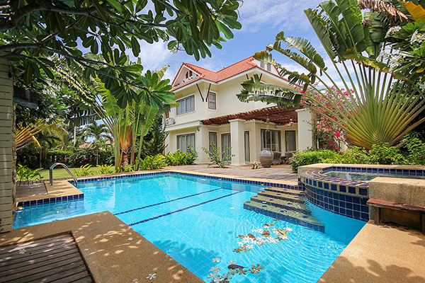 Luxurious Private Pool Villa Great For Large Family (10941)