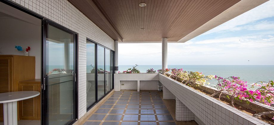 Luxury 2 Bedrooms Unit on Beach for Sale (20697)