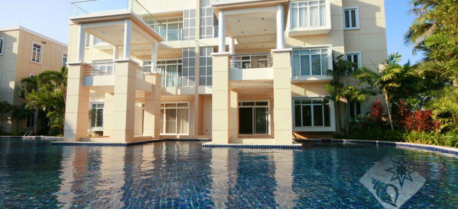 Top Floor Condominium for Sale (20240)