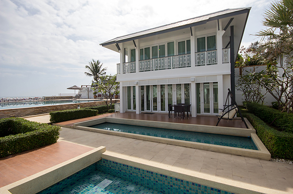 Beach Front Pool Villa in Hua Hin (10968)
