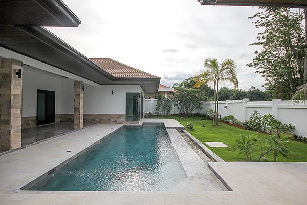 Beautiful Pool Villa at Pranburi for Sale (10949)