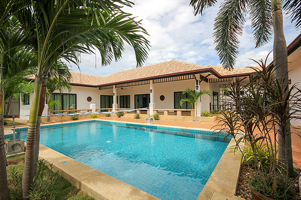 Beautiful Bungalow For Sale (11114)