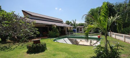 Luxury House on Large Plot of Land for Sale (10987)