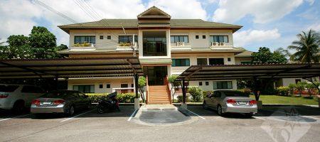 Beautiful Top Floor Condominium (20226)