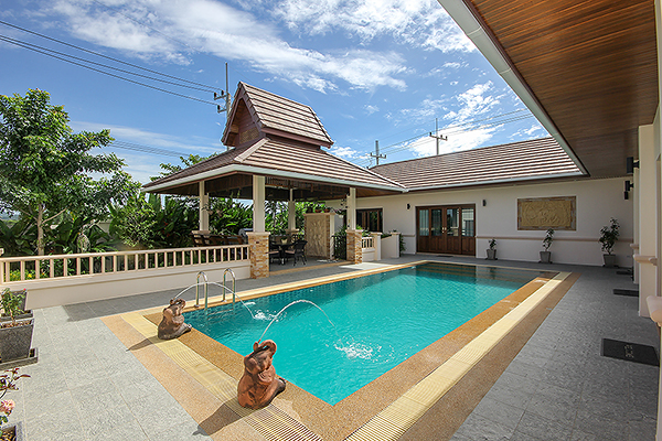Beautiful Villa with Lovely Pool (10958)