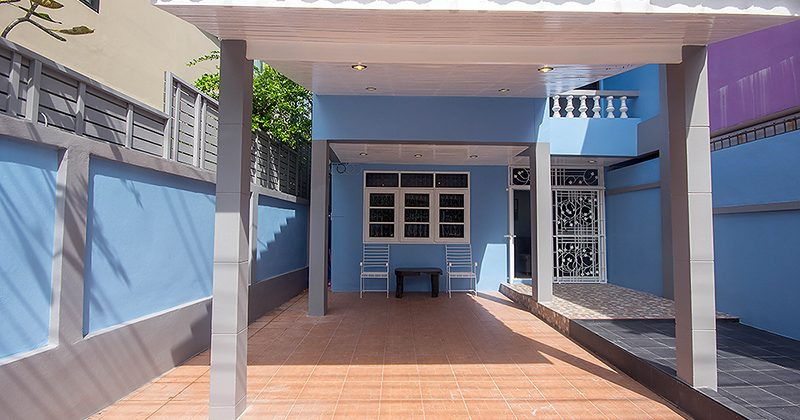 House in Town for Sale at Soi 41 (11179)