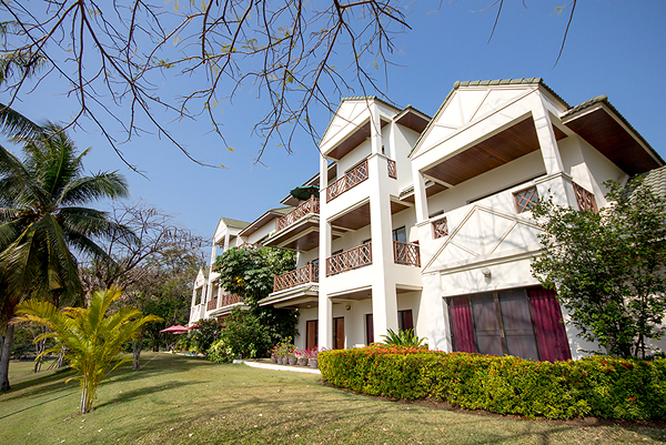 Luxury Condominium at Palm Hills for Sale(20385)
