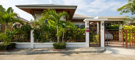 Beautiful Bungalow for Sale (10717)