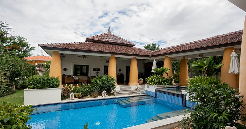 Luxurious Home with private pool for Sale (10514)