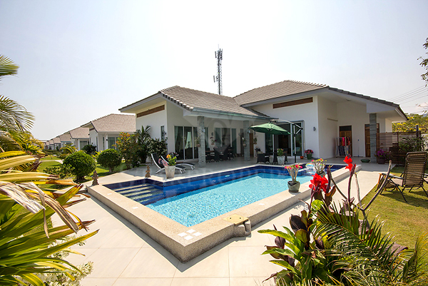 Fully furnished pool villa for Sale (10722)