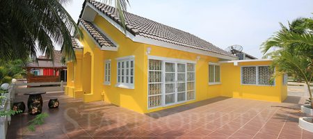 Beautiful Bungalow for Sale (10594)