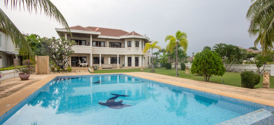 Beautiful Pool Villa on Golf Course (10999)